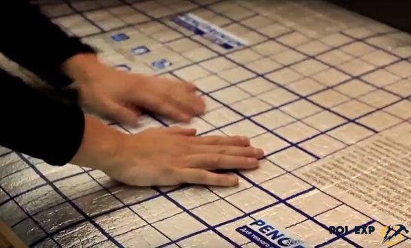 Укладка лавсановой теплоотражающей подложки