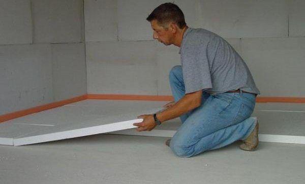 Укладка утеплителя на бетонное основание