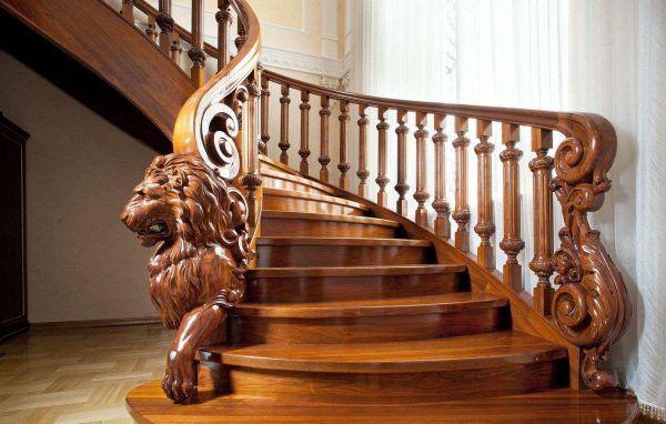 Вопреки расхожему мнению, что кованые лестницы гармонично вписываются только в классические интерьеры, а также в интерьеры в стиле «готика» и барокко», они станут выгодным дополнением и других стилистических решений