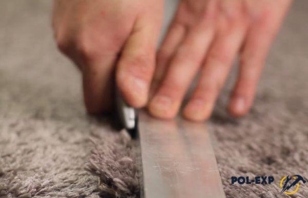 Резать нужно ножом по линейке