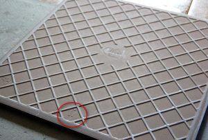 Неровная поверхность плитки