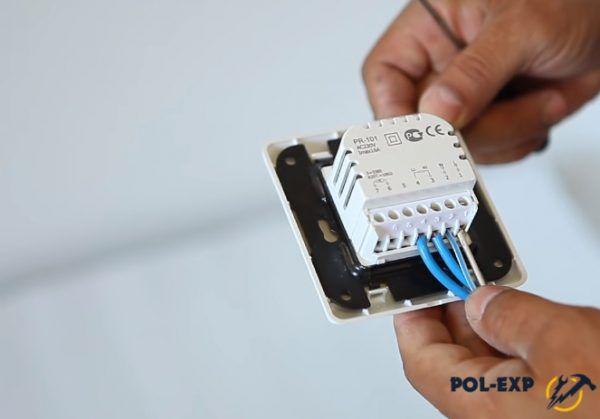 Подключение необходимо выполнять по инструкции, приложенной к терморегулятору