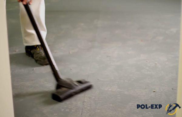 Очистите основание от пыли