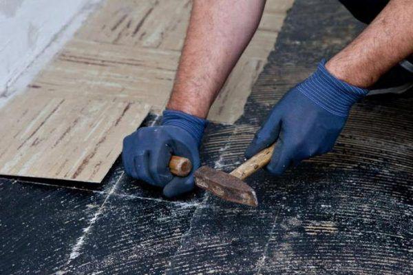 Аккуратное удаление керамической плитки
