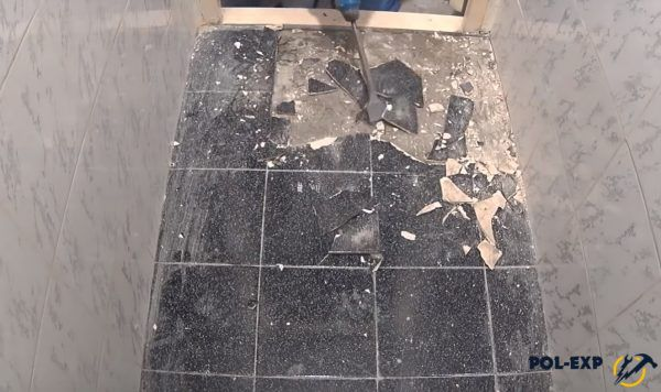 Далее плитка удаляется перфоратором
