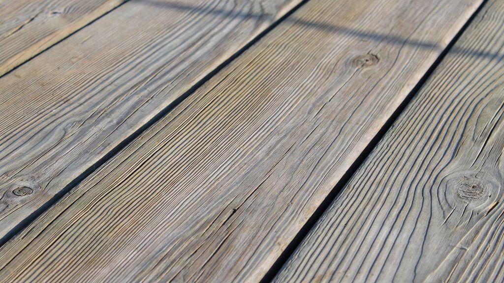 Щели и трещины в паркете: как исправить?