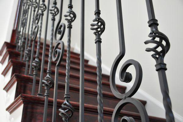 Металлические балясины для лестниц