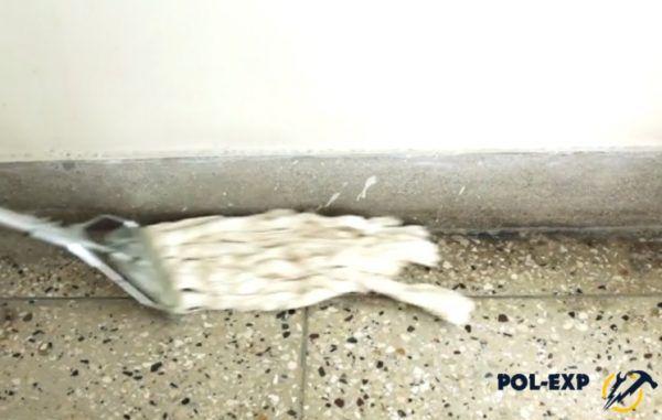 Мытье пола шваброй