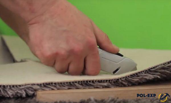 Резка коврового покрытия