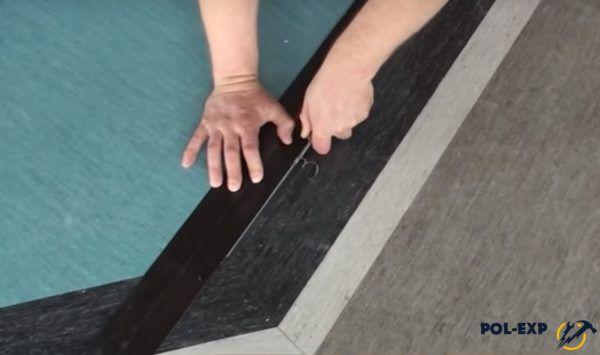 Создается желобок для укладки присадочного шнура