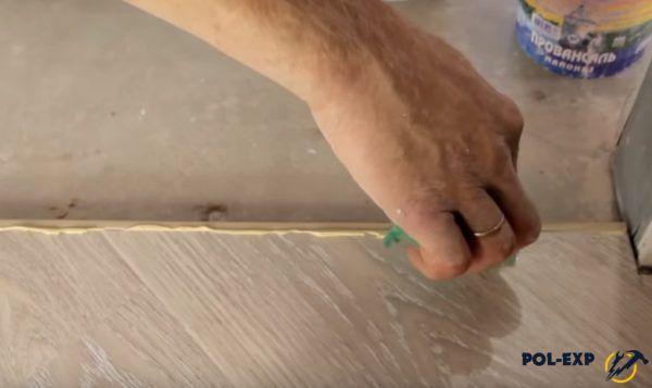 Удаление излишков герметика
