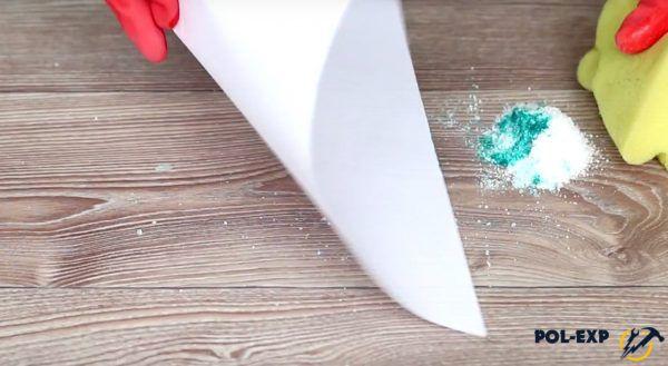 Удаление соли, испачканной зеленкой