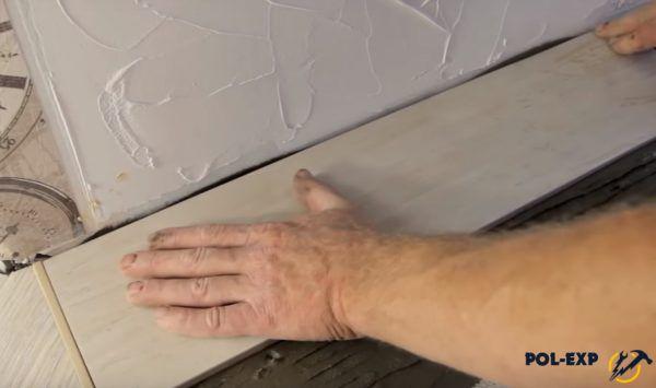 Укладка керамической плитки с другой стороны порожка