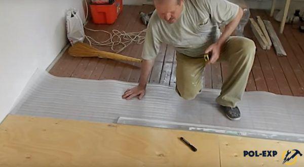 Укладка листов фанеры