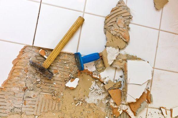 Во время демонтажа нужно действовать осторожно