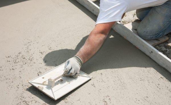 Железнение бетона сухой смесью цемента