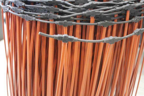 Изолирующая защитная оболочка изготовлена на основе полиэтилена и полиэстера. Внутри нагревательных элементов – композиционные материалы на базе карбона и полимера. Соединяются они термостойким многожильным медным проводом Ø 2,5 мм, дополнительно защищенным оболочкой толщиной 3 мм