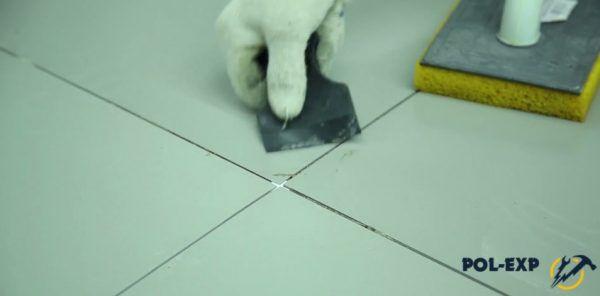 Удаление остатков плиточного клея
