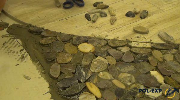 Укладка одиночных камней в узком месте