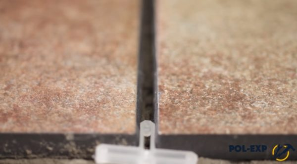 Крестик между плитками