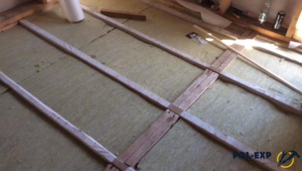 Уложен второй слой минваты. Стыки плит двух слоев не должны совпадать