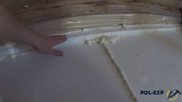 Стыки плит заполнены монтажной пеной
