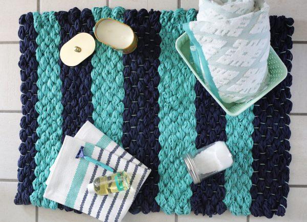 Bystrosohnushhij-kovrik-dlya-vannoj-600x434 Как сделать ковёр своими руками: история развития ремесла, материалы для изготовления и мастер-класс