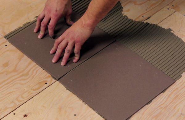 Если клей наносится на сильно впитывающие поверхности, расход будет большим