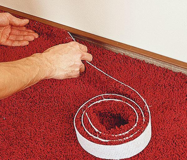 И на ее место крепят полосу коврового покрытия