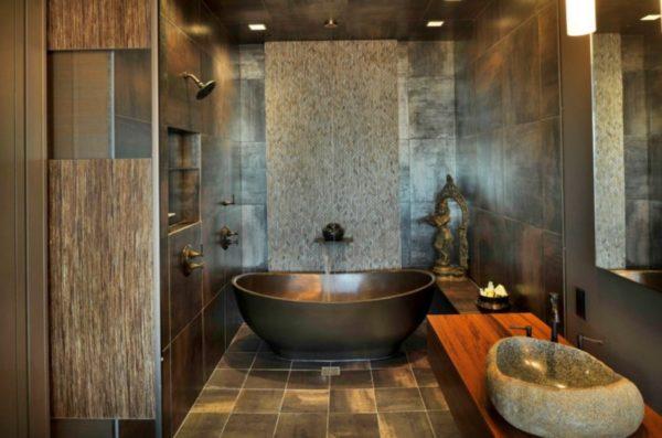 Интерьер ванной комнаты, на полу керамическая плитка