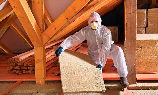 Используйте защитную одежду, перчатки, респиратор при работе с минватой