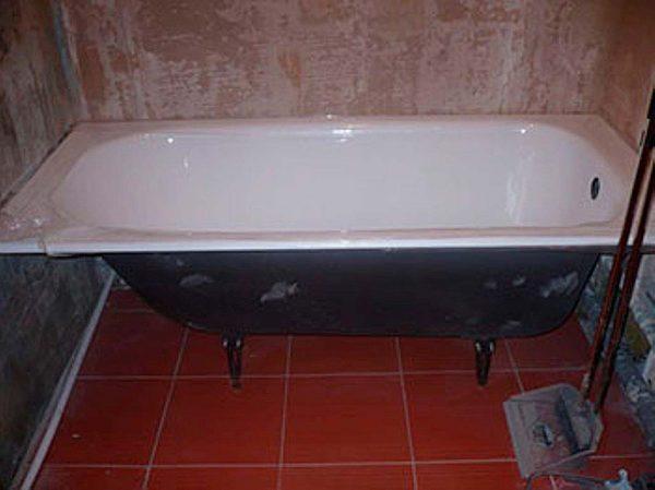 Как закрепить ванну на ножках, если она стоит на кафельном полу