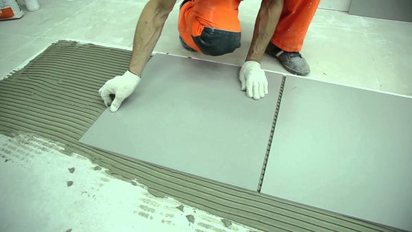 Клей на сером цементе