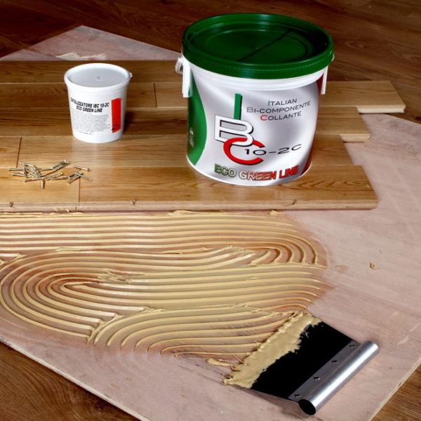 Клей, не отличающийся эластичностью, затруднит естественный процесс расширения древесины, что постепенно приведет к расслоению ее структуры