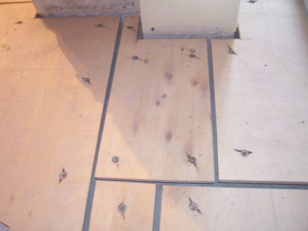 Крепление фанеры к полу