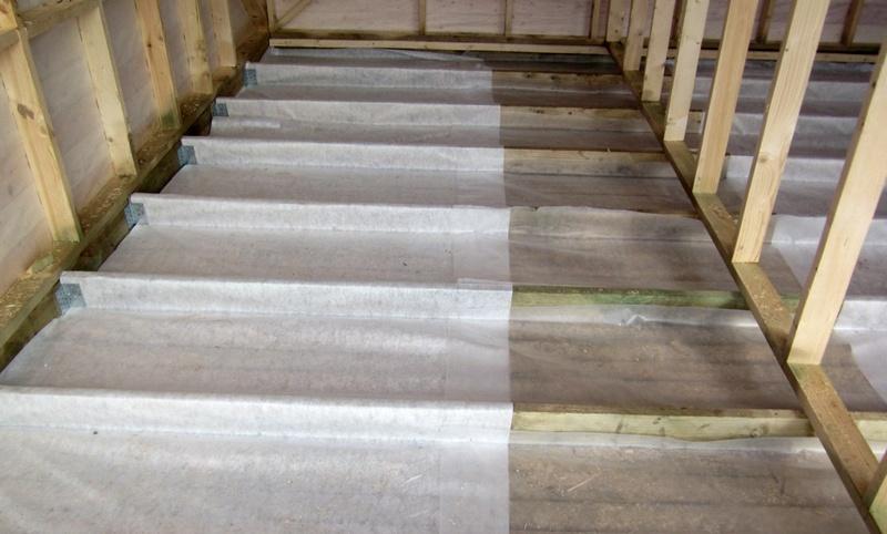 Черновой пол по деревянным балкам первого этажа и монтаж