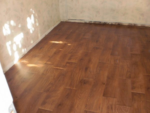 Линолеум, уложенный в небольшом помещении