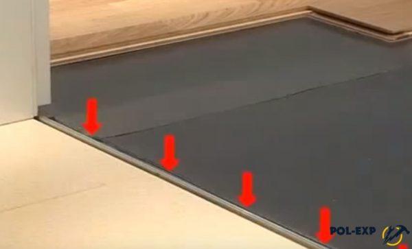 Места крепления планки к полу