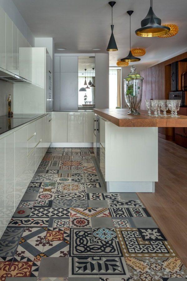 Необычная плитка с оригинальными разноплановыми узорами, выдержанными в одной цветовой гамме