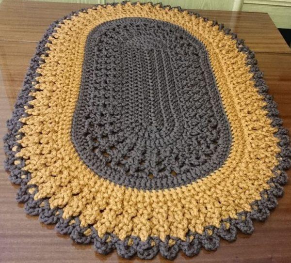 Ovalnyj-kovrik-vyazanyj-kryuchkom-600x543 Как сделать ковёр своими руками: история развития ремесла, материалы для изготовления и мастер-класс