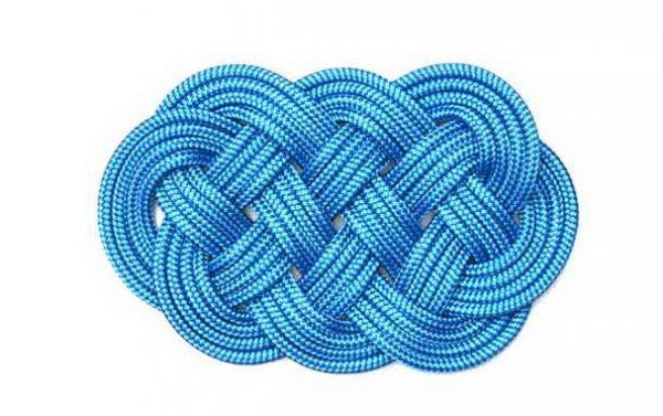Плетеный коврик в морском стиле