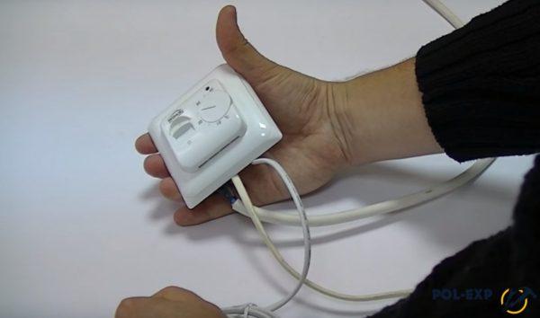 При помощи такой схемы можно проверить и датчик температуры