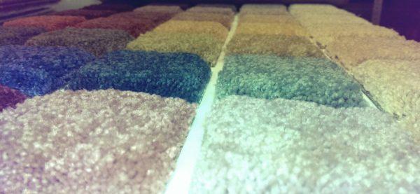 Проверять качество ковролина удобно на небольших образцах