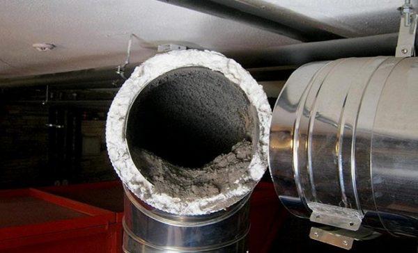 Скопление сажи на внутренних стенках дымохода