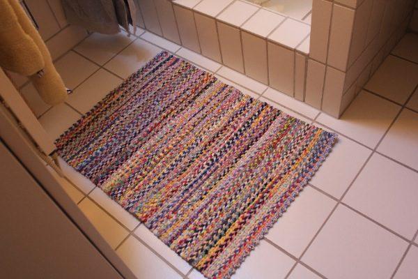 Tkanyj-kovrik-600x400 Как сделать ковёр своими руками: история развития ремесла, материалы для изготовления и мастер-класс