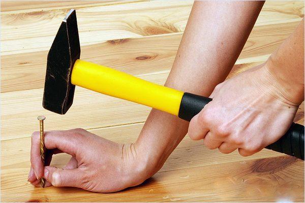 Устранение скрипа деревянного пола с помощью дополнительных точек крепления