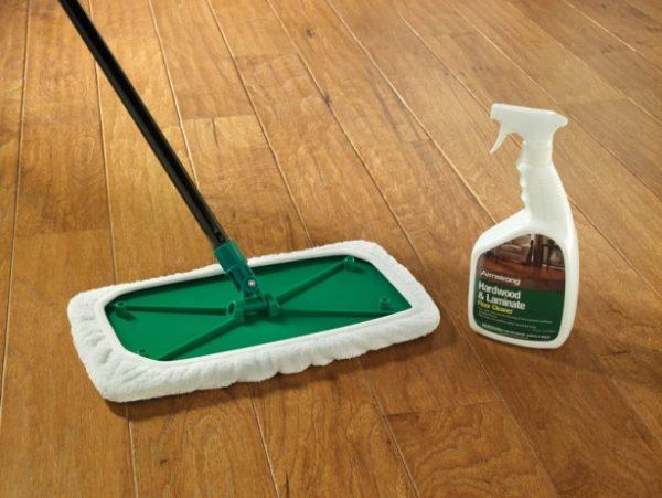 Важно правильно выбрать средство для влажной уборки ламината