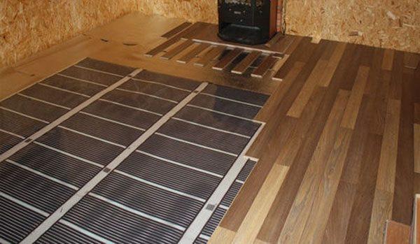 Под ламинат укладывают ИК пленку мощностью 100–130Вт/м2