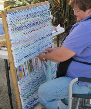 tabl-3-1-300x358 Как сделать ковёр своими руками: история развития ремесла, материалы для изготовления и мастер-класс