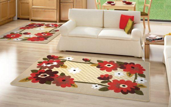 Акрил широко используется при производстве синтетических ковров. По своим свойствам он напоминает шерсть (на ощупь тоже)